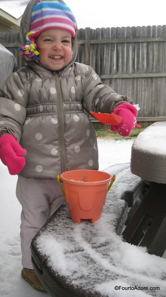 Use sand toys for playing in the snow